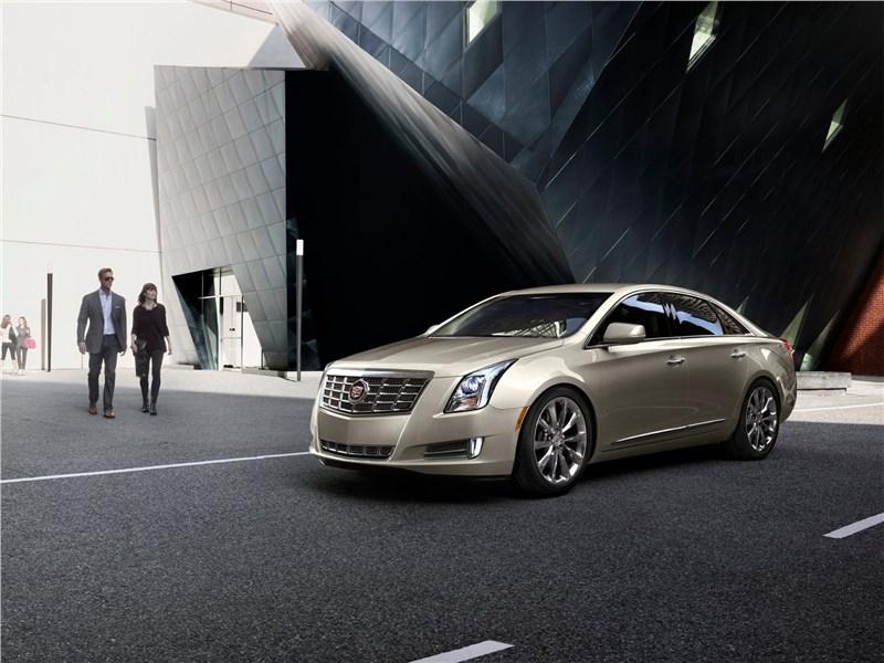 Cadillac XTS 2013 вид спереди