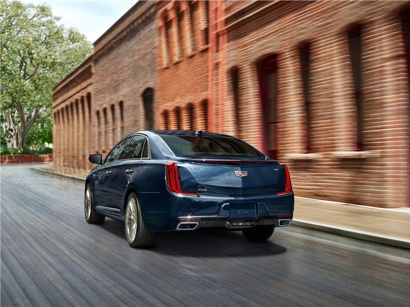 Cadillac XTS 2018 вид сзади