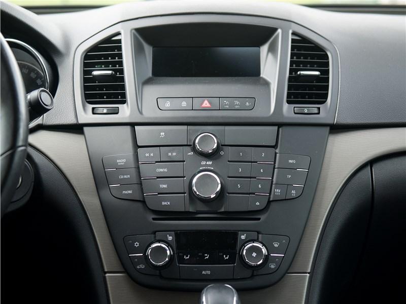 Opel Insignia 2009 центральная консоль