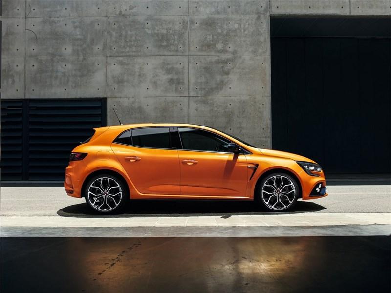 Renault Megane RS 2018 вид сбоку