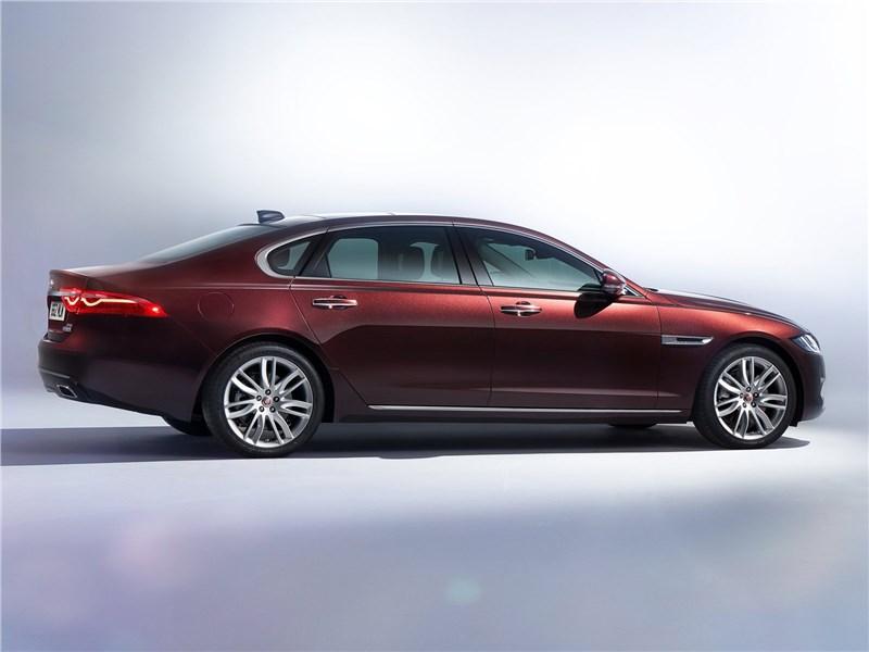 Jaguar XFL 2017 вид сбоку