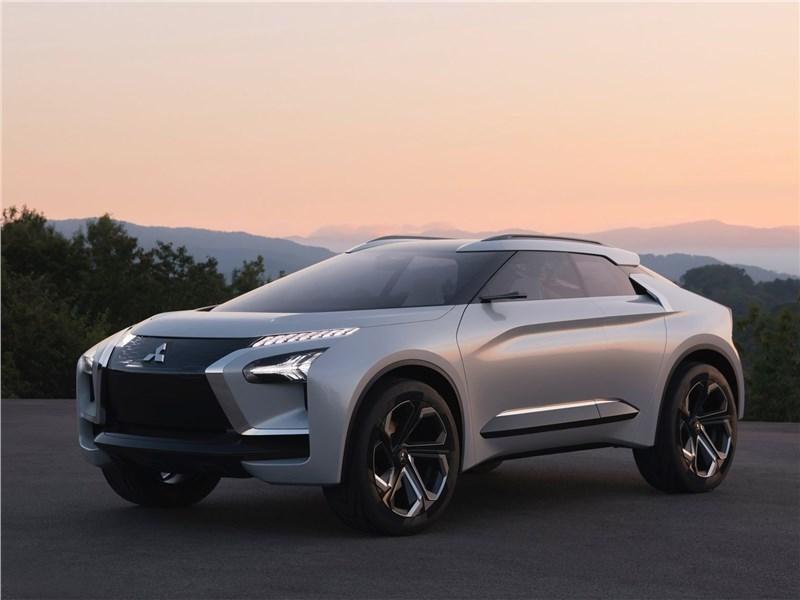 Mitsubishi e-Evolution Concept 2017 вид спереди сбоку