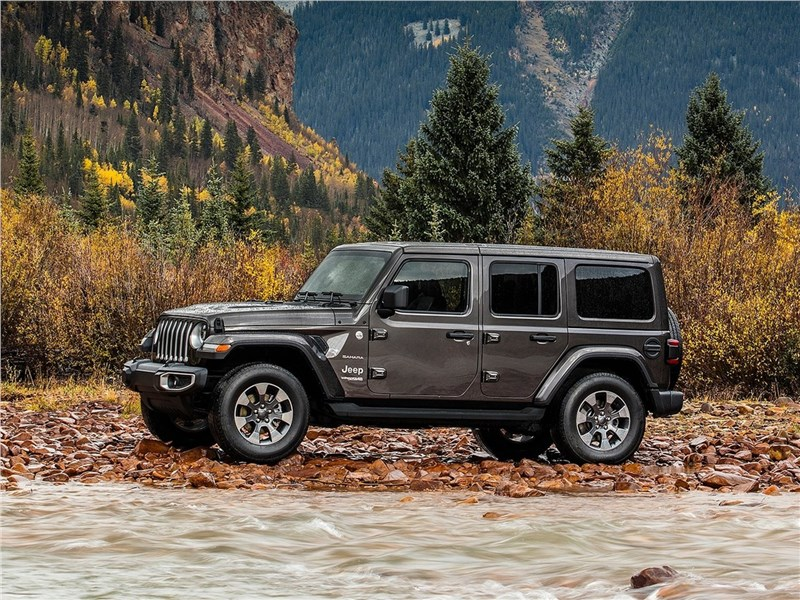 Jeep Wrangler Unlimited 2018 вид сбоку
