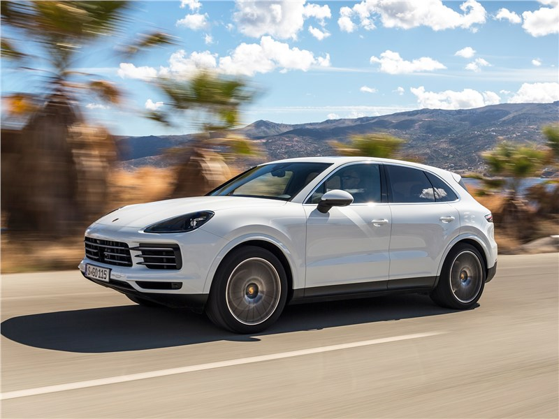 Porsche Cayenne 2018 вид сбоку
