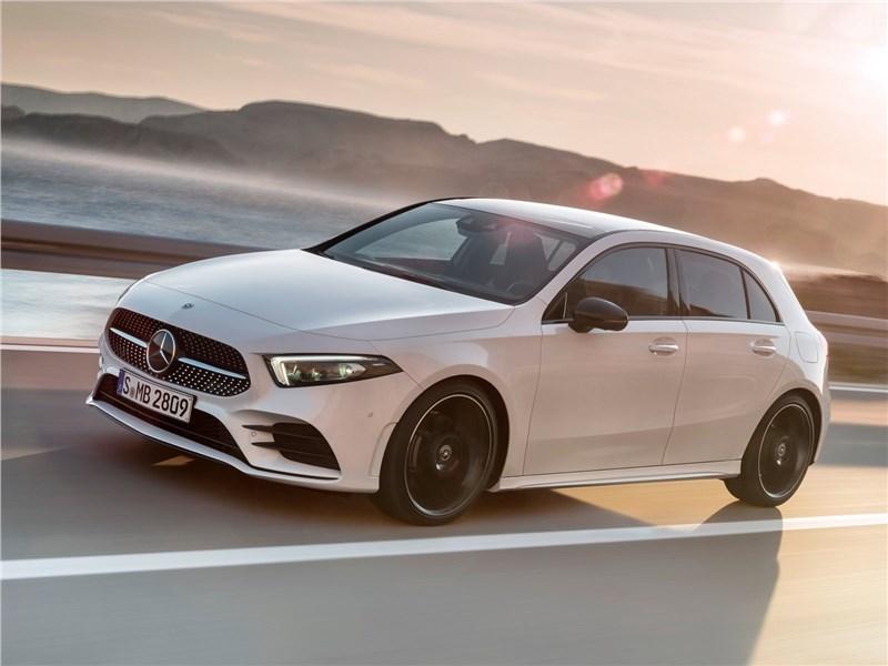 Mercedes-Benz A-Class 2019 вид спереди сбоку