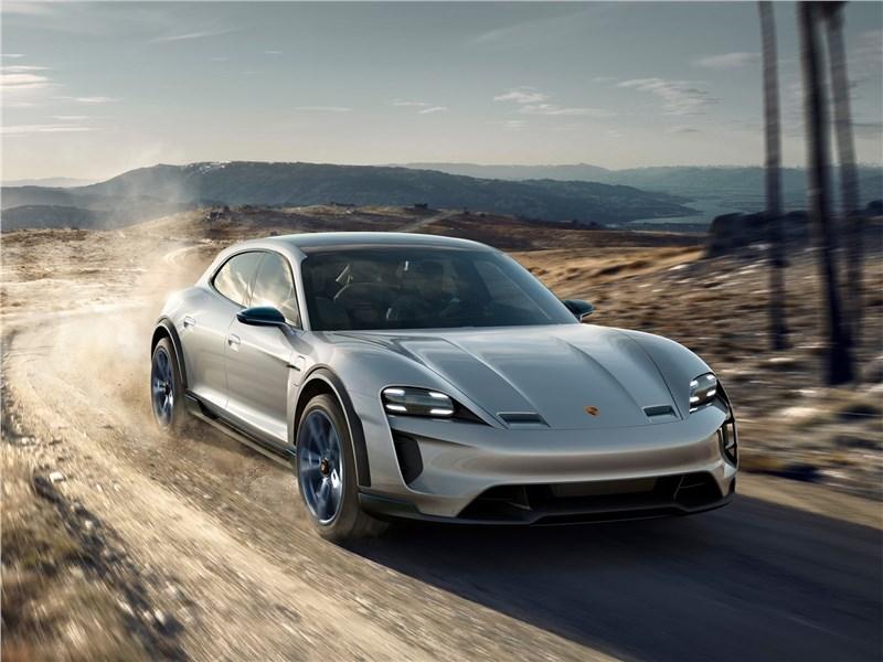 Porsche Mission E Cross Turismo Concept 2018 вид спереди