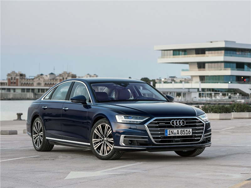 Audi A8 2018 вид спереди сбоку