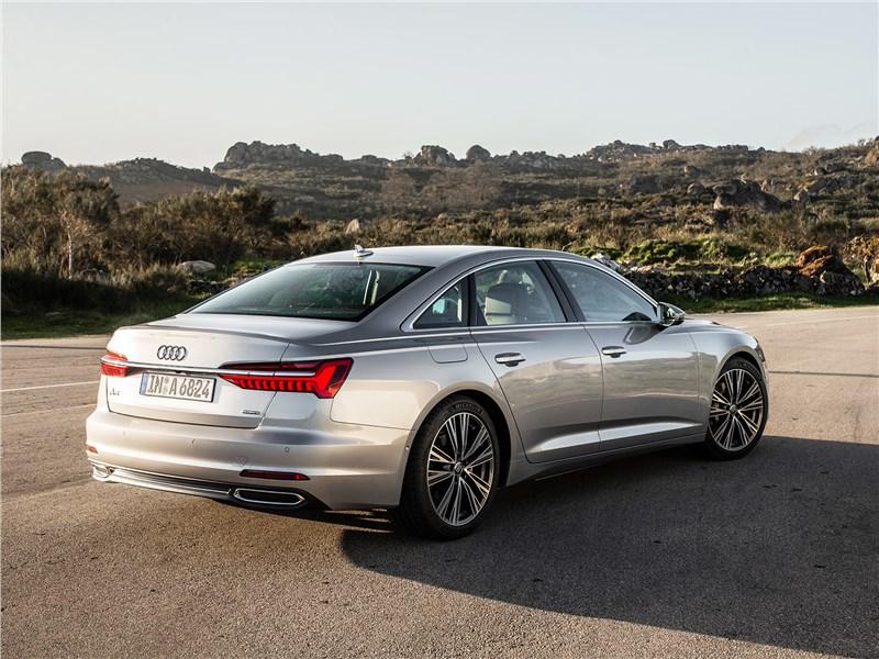 Audi A6 2019 вид сзади сбоку