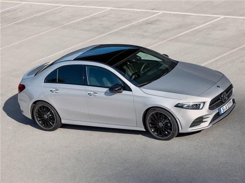 Mercedes-Benz A-Class 2019 вид сверху сбоку