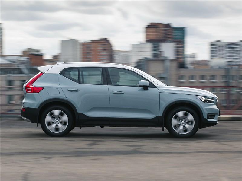 Volvo XC40 2018 вид сбоку