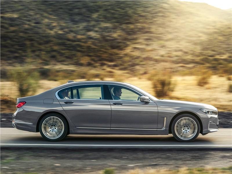 BMW 7-Series 2019 вид сбоку