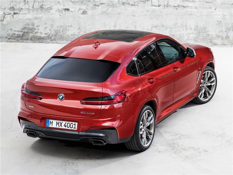 BMW X4 M 2019 вид сзади