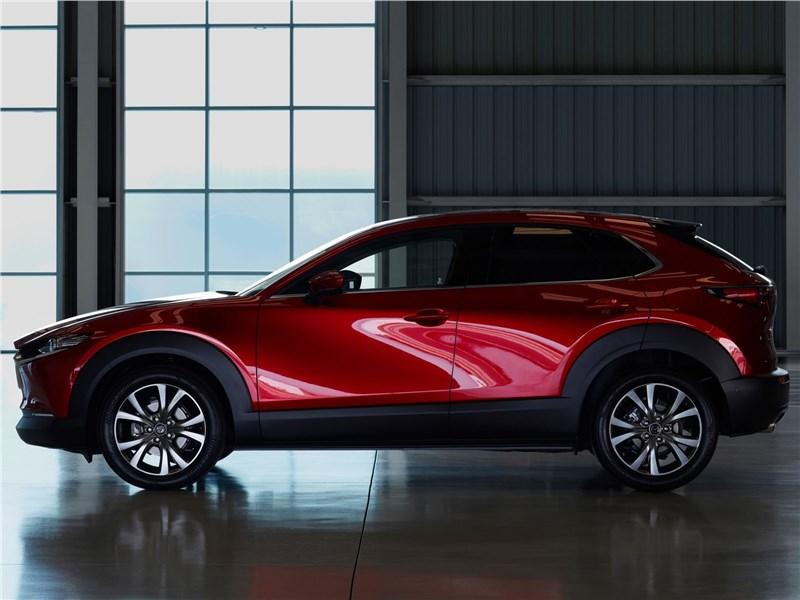Mazda CX-30 2020 вид сбоку