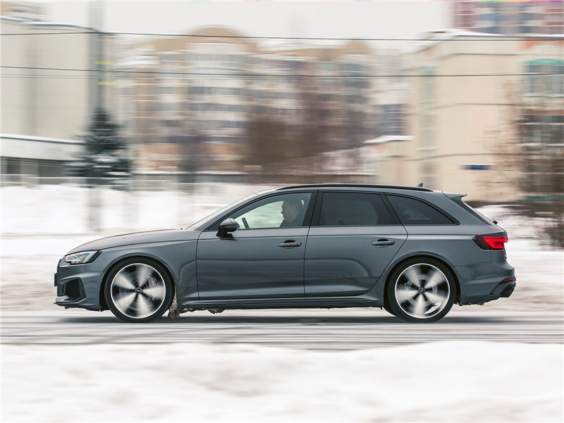 Audi RS4 Avant 2018 вид сбоку