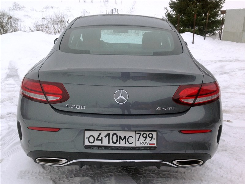 Mercedes-Benz C200 Coupe 4MATIC 2019 вид сзади