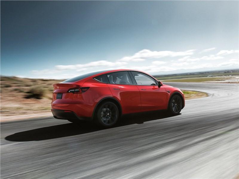 Tesla Model Y 2021 вид сзади