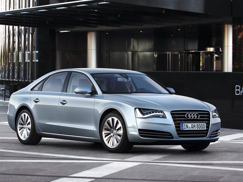 В России объявлены цены на хэтчбек Audi A3 и гибрид A8