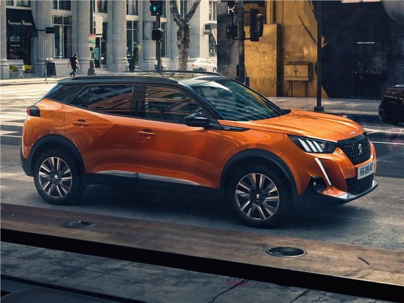 Peugeot 2008 2020 вид спереди сбоку