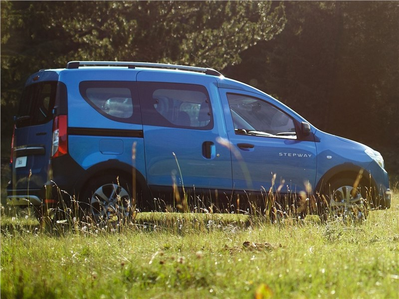 Renault Dokker Stepway 2015 вид сбоку