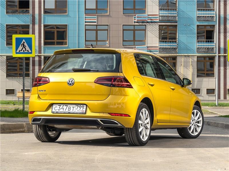 Volkswagen Golf 2017 вид сзади