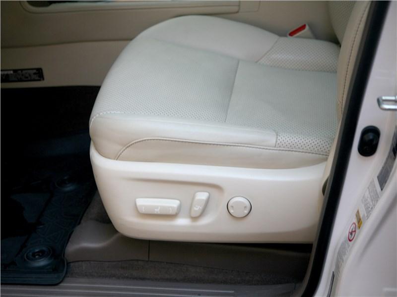 Lexus GX 460 2014 переднее кресло