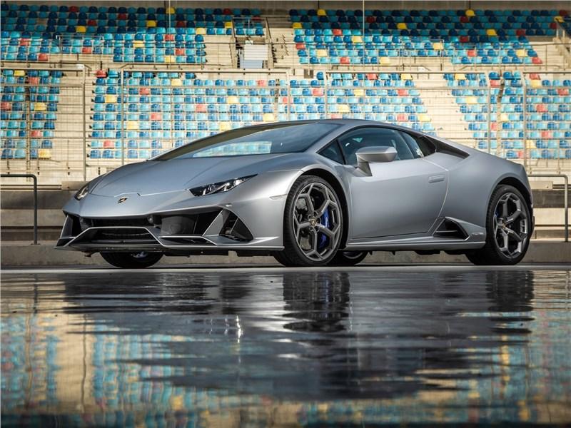 Lamborghini Huracan Evo 2019 вид спереди сбоку