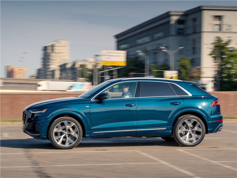 Audi Q8 2019 вид сбоку