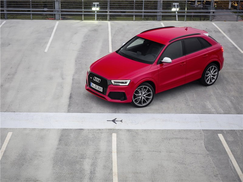 Audi RS Q3 2015 вид сверху