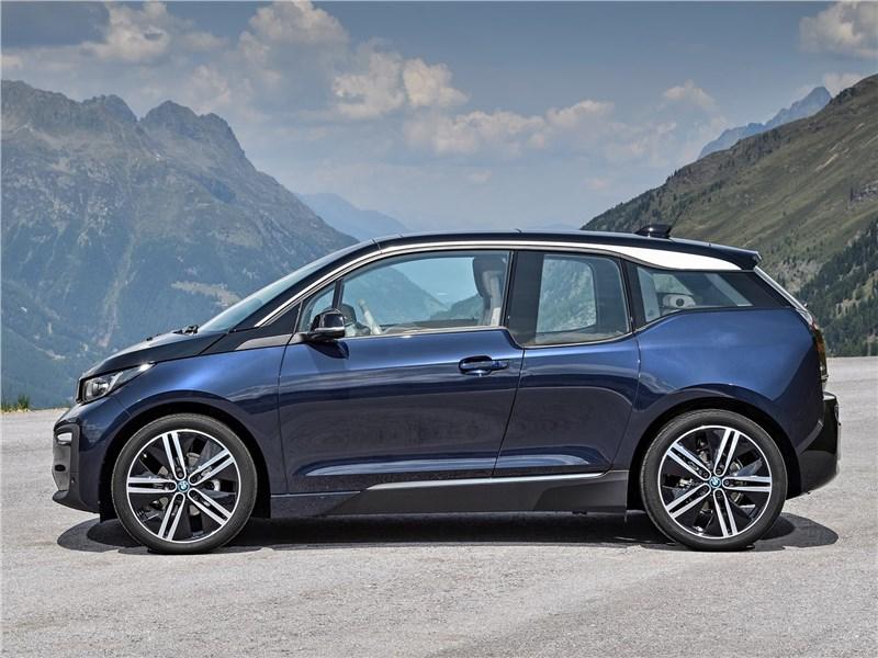 BMW i3 2018 вид сбоку