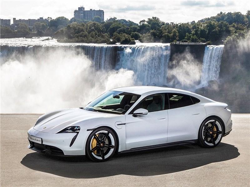 Porsche Taycan 2020 вид спереди сбоку
