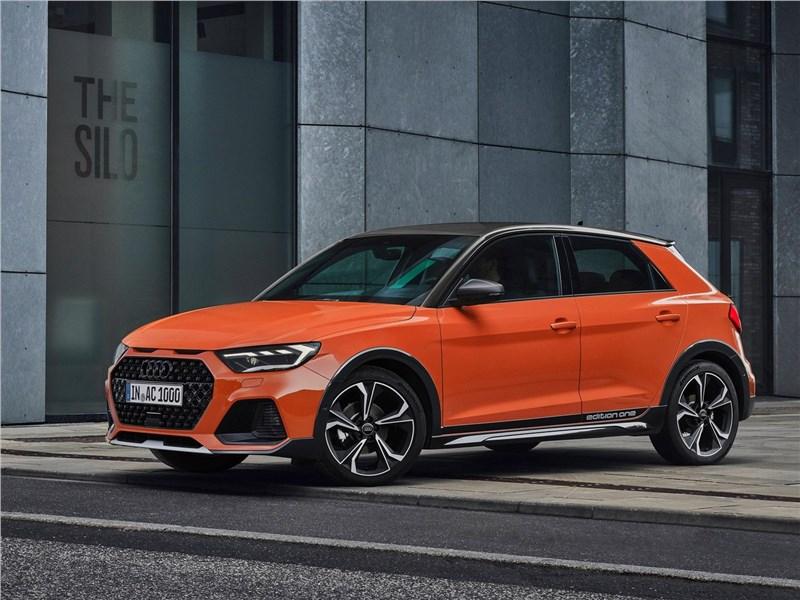 Audi A1 Citycarver 2020 вид спереди сбоку