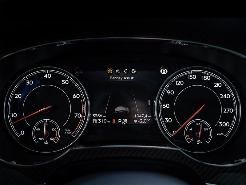 Bentley Bentayga Speed 2020 приборная панель