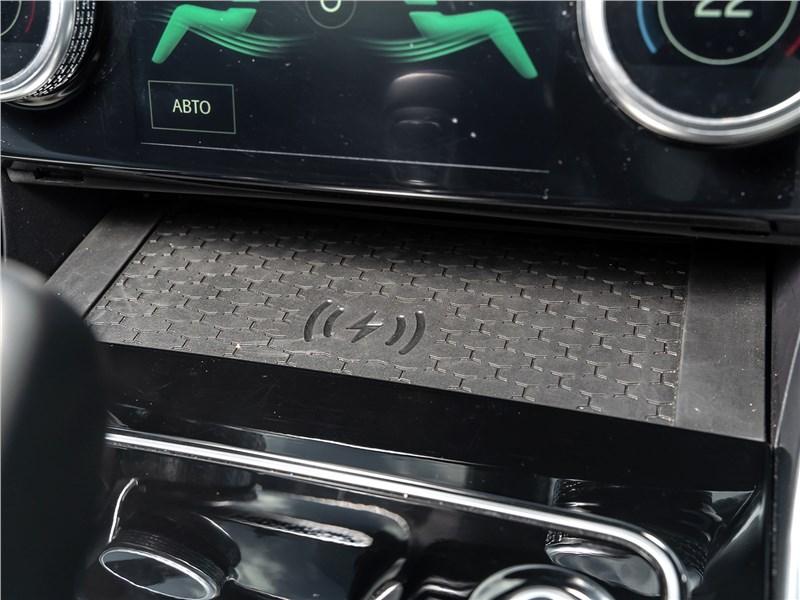 Jaguar XE P250 2020 зарядка для смартфона