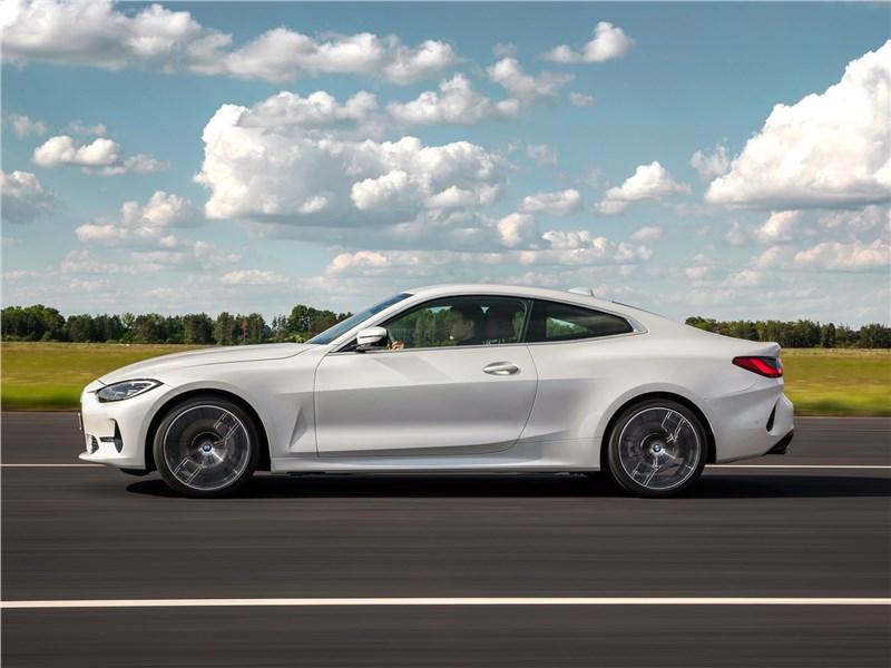 BMW 4-Series Coupe 2021 вид сбоку