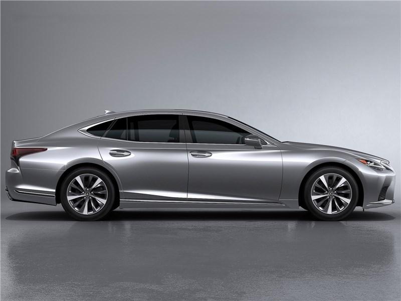 Lexus LS (2021) вид сбоку