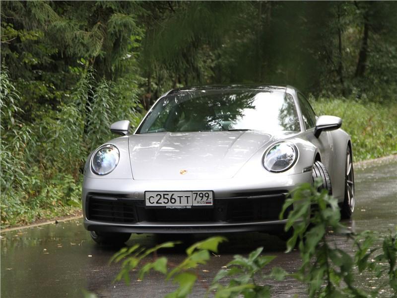 Porsche 911 Carrera 4S (2019) вид спереди