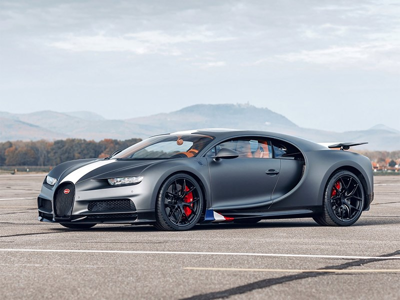 В Bugatti представили спорткар-самолет