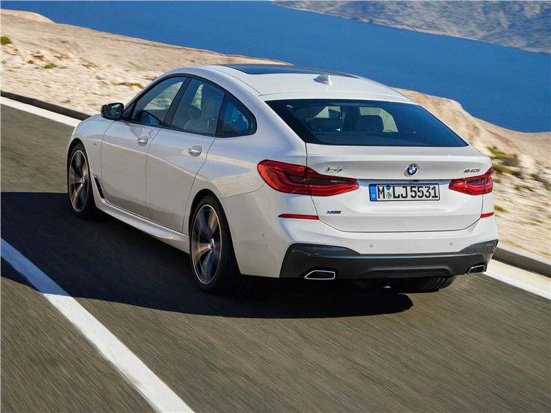 BMW 6-Series Gran Turismo 2018 вид сзади сбоку