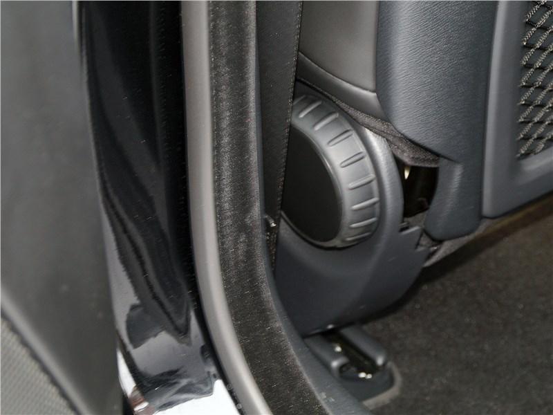Infiniti Q30 2016 передние кресла