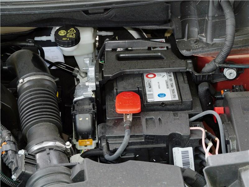 Peugeot 3008 2017 моторный отсек