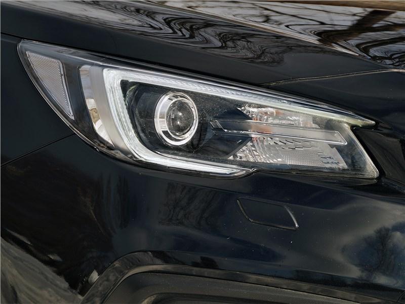 Subaru Legacy 2018 передняя фара