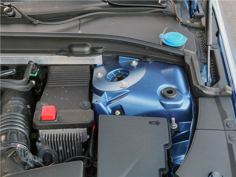 Volvo S90 2019 моторный отсек