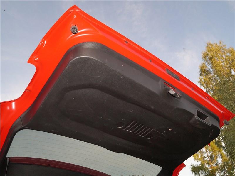 Jeep Renegade 2019 пятая дверь