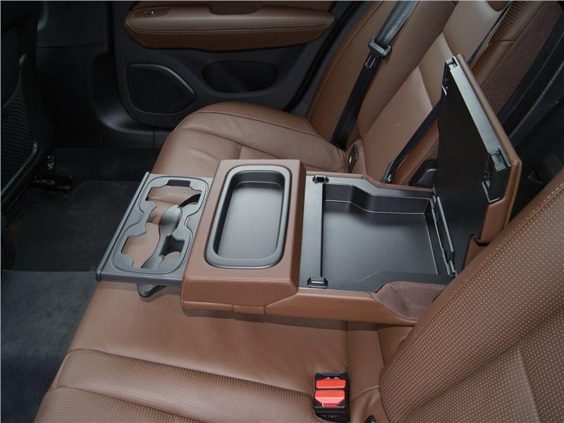 Volvo S60 2019 второй ряд