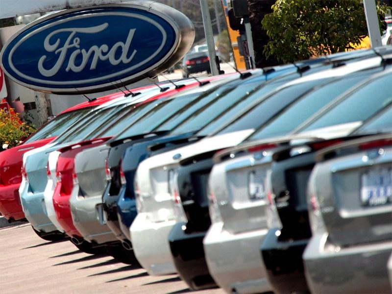 Продажи Ford и Chrysler в США выросли больше, чем ожидалось