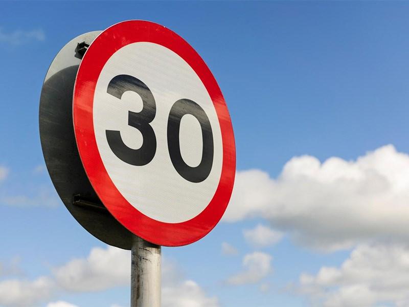 Власти Парижа ввели жесткие скоростные лимиты