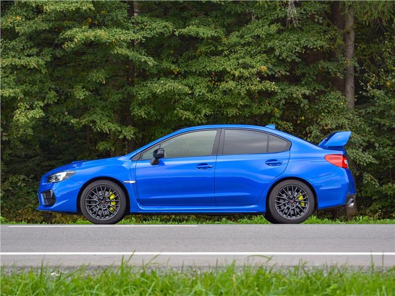 Subaru WRX STI (2018) вид сбоку