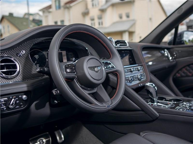Bentley Bentayga (2021) салон