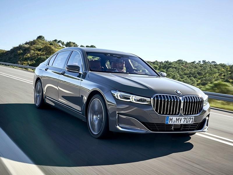 Новая BMW 7Series получит мотор V8