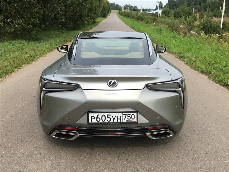 Lexus LC 500 (2021) вид сзади